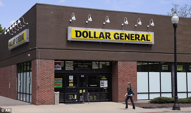 Minimum age to work at Dollar General: 14 years of age (according to Federal child labor laws). However, child labor laws in PA may also indicate the minimum age to work and which permits are needed. When there is a conflict between federal and state laws, the more restrictive law will apply.