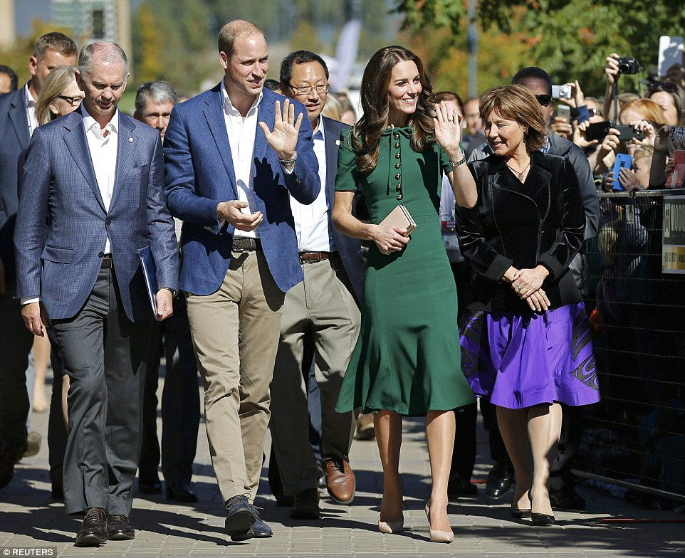 http://i.mol.im/i/pix/2016/09/27/21/38D9ABD600000578-3810409-The_royal_visitors_waved_to_waiting_well_wishers_after_stepping_-m-38_1475007339552.jpg